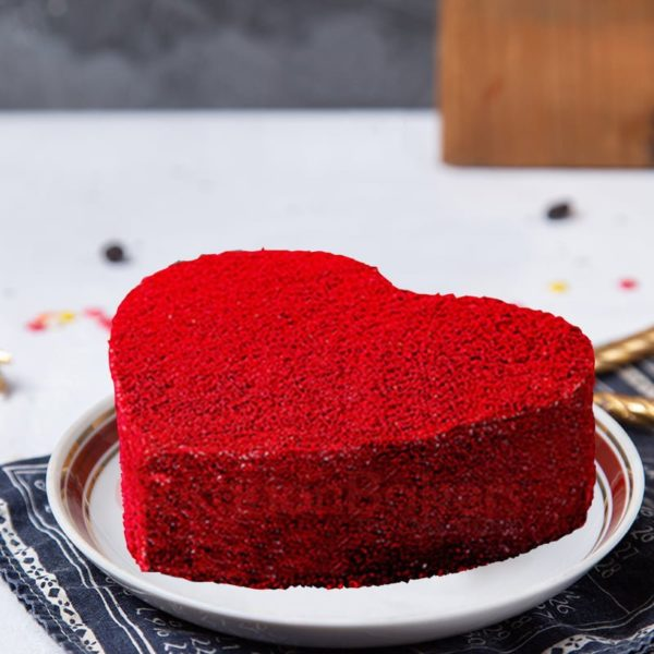 classic red heart valentines cake