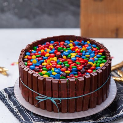 kitkat and gems fusion cake