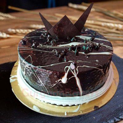pretty in chcolate cake