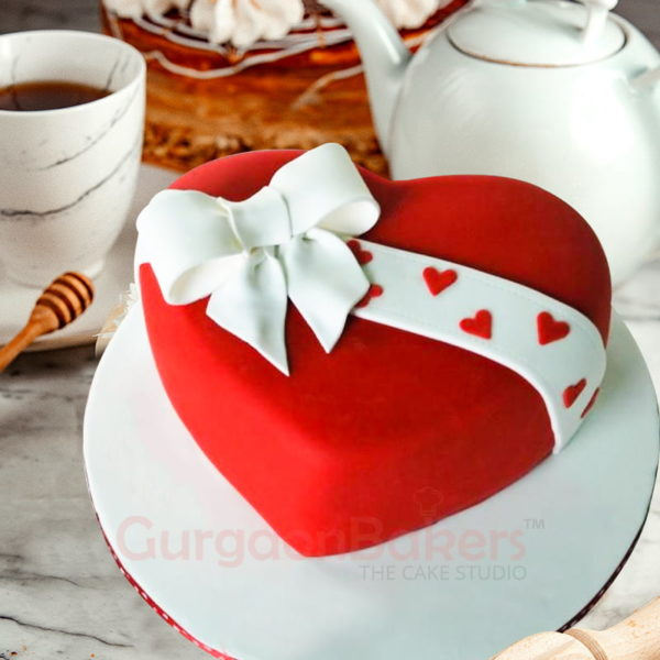 pretty in bows heart cake