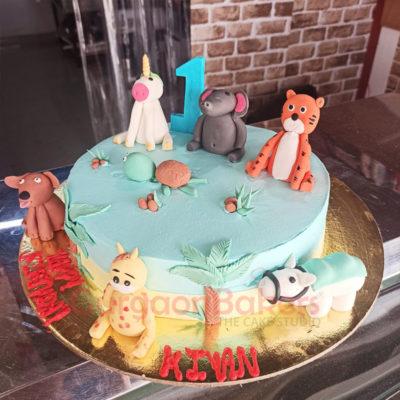 Cute Farm Animals Cake Side View