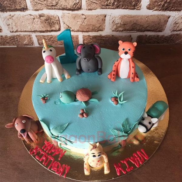 Cute Farm Animals Cake Top View
